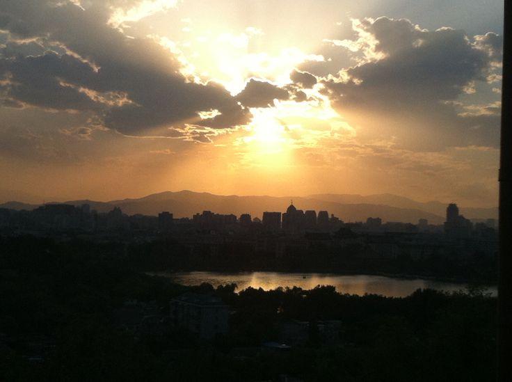 Atardecer des de la colina del carbón. Día sin polución en Pekín.