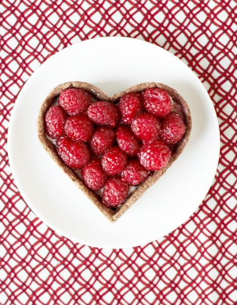 Et si on copiait les recettes de chefs pour célébrer la Saint-Valentin ? 100% succès garanti si on mise sur des accords insolites et gourmands qui privilégient un menu léger, sensuel et glamour. http://www.elle.fr/Elle-a-Table/Idees-de-menus/Menus-Saint-Valentin/Menu-Saint-Valentin-grand-chef-gastronomique-2883834