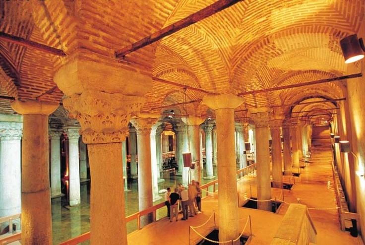 Yerebatan Sarayi, Istanbul - the sunken palace.   Inferno ...
