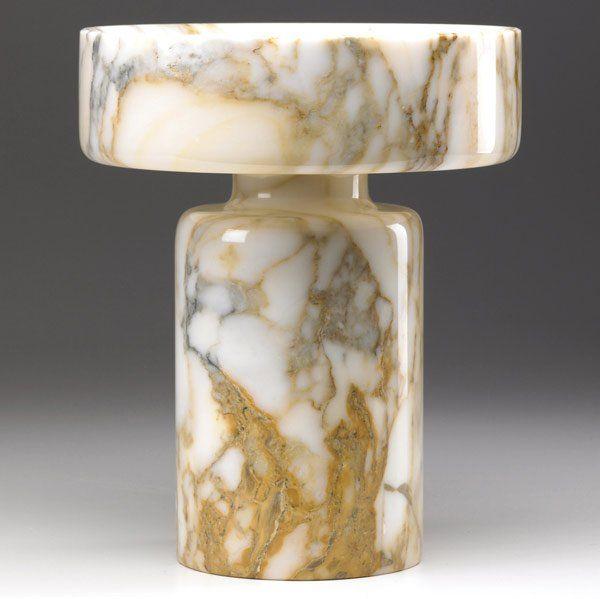 Angelo Mangiarotti, 1968 per Knoll. Vaso centrotavola reversibile ricavato da un unico blocco di marmo tornito.