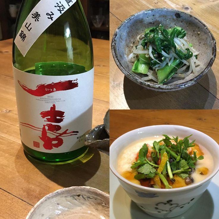いいね!75件、コメント1件 ― Sayomi Sakaneさん(@utsuwaparty)のInstagramアカウント: 「今日の相棒の遅晩酌は、長芋とお豆腐と卵を混ぜたものに、かまぼこ、海老、しめじをいれて蒸し、銀あんとセリをかけたもの。チンゲンナバナともやしのナムル。そして、美味しい一喜。」