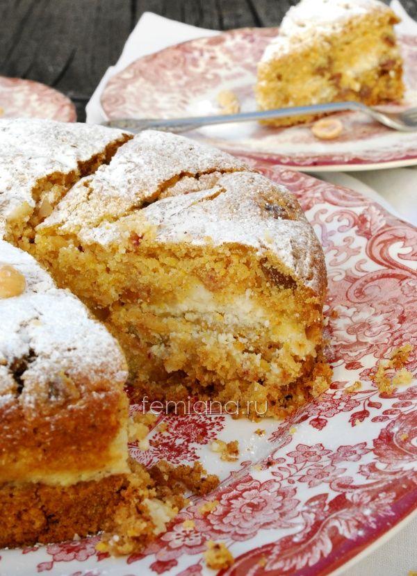 Вкусный пирог с кукурузной мукой, финиками и творожной начинкой