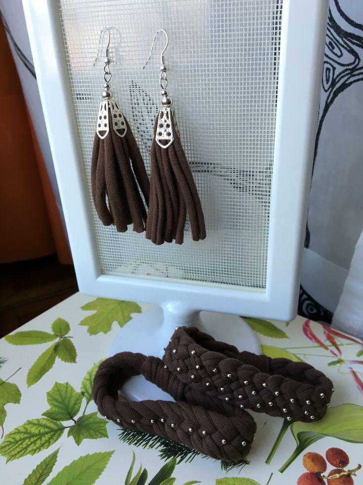 Orecchini e bracciali in fettuccia e minuterie Earrings, bracialet, recycled T-shirt