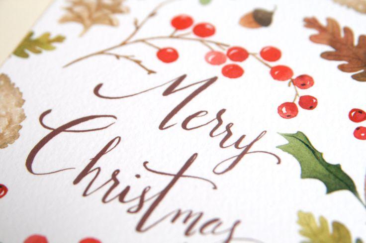Cartolina per auguri di natale con illustrazione di pigne, vishio, bacche e piante tipiche di dicembre. Lillustrazione è stampata su carta 300g