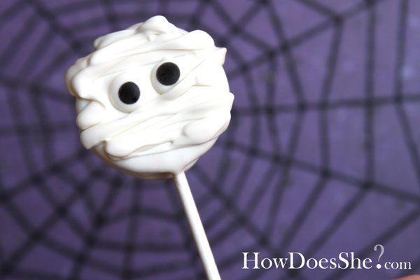Mummy cookie pop: Halloween Parties, Cakes Pop, Oreo Pop, Halloween Treats, Chocolates Covers Oreo, Mummy Cookies, Parties Treats, Cookies Pop, Halloween Cookies