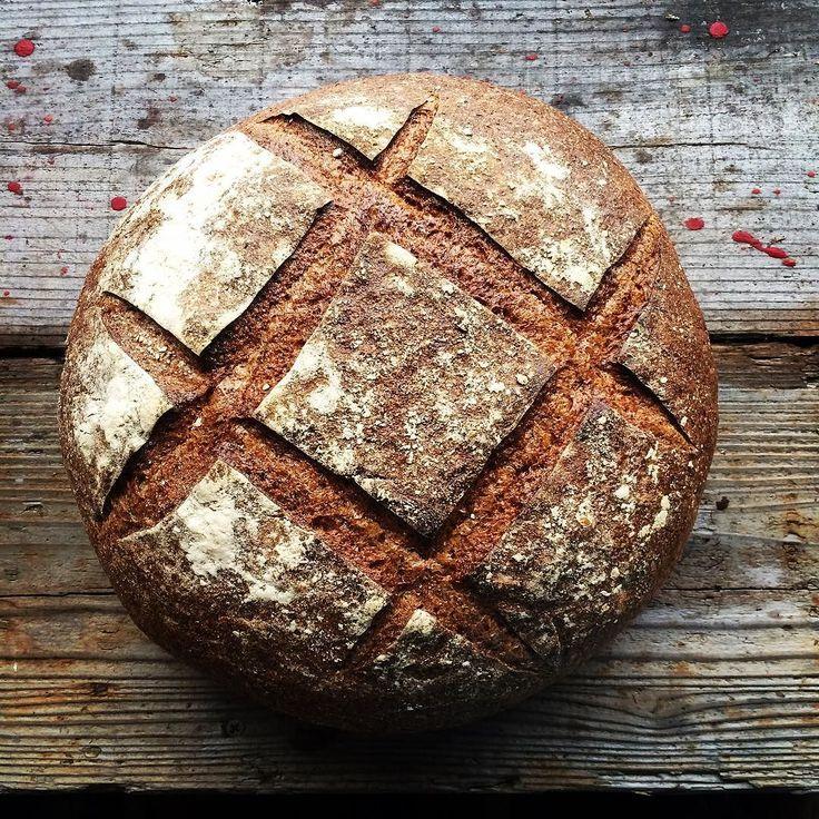 先日倉敷市で開催されたイベントパン国博覧会にはたくさんのお客様に足を運んでいただいてありがとうございました  私たちも持って帰ったパン屋さんのパンを食べながら買われた方もこんなに美味しく幸せに食べておられるかなとお客様と時間を共有している喜びを感じていますパンに興味を持ってイベントに来てくださり本当にありがとうございました  パラダイスアレイさんはパンでパン国博覧会の看板を作ってカッコよく焼いてくれました木のひげさんは写真の2キロのカンパーニュをディスプレイ用につけてくださいましたラムヤートさんは新しい薪窯で焼いたパンたちをゴッソリ試食用につけてくださいましたameens…