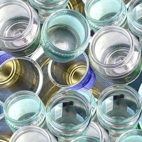 Envases de aluminio, acero y vidrio: opciones herméticas, resistentes y 100% reciclables, una alternativa sostenible a un mundo dominado por el plástico.