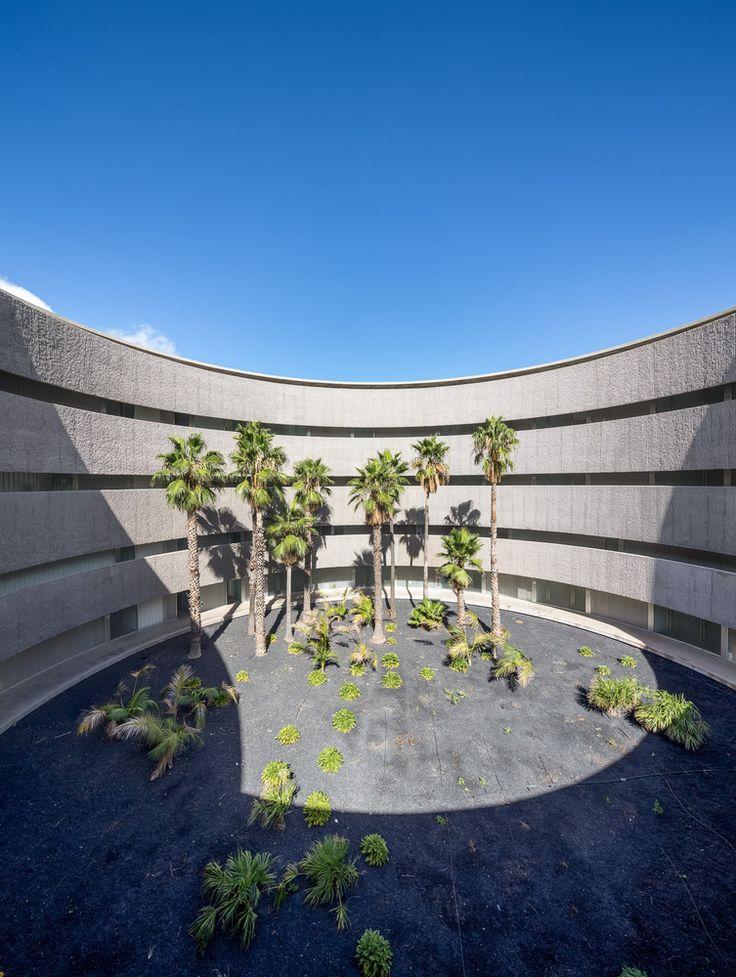 Gallery of Faculty of Fine Arts University of La Laguna / gpy arquitectos - 11