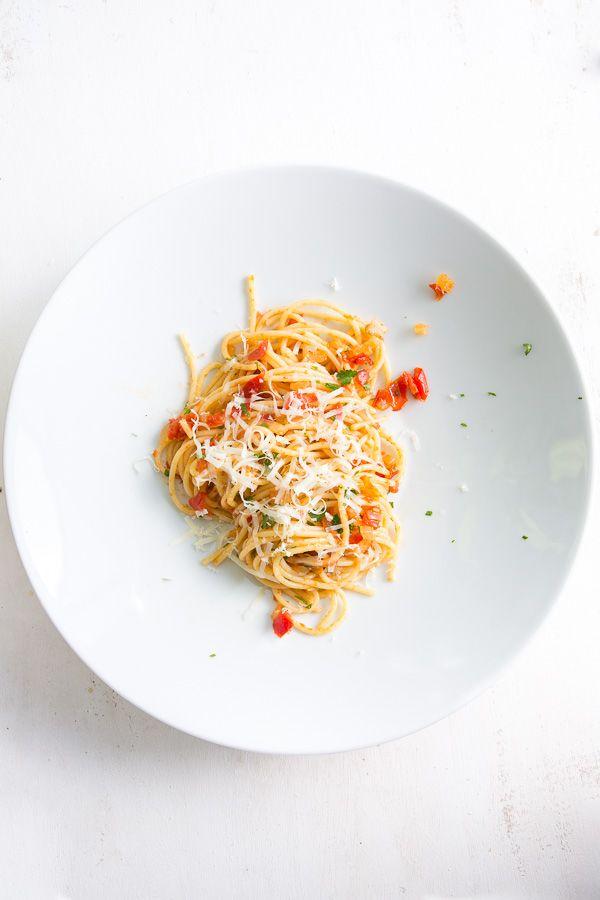 """Pasta-Klassiker, der nächste: Auf meiner Reise durch die Klassikerrezepte steht heute eine simple Variante auf dem Programm: Die """"Pasta alla Napolitana"""". Ihr erinnert"""
