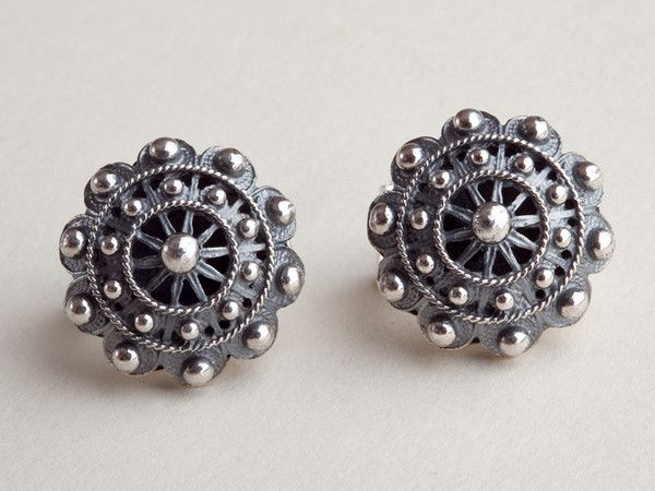 Utilizing centuries old filigree techniques, the Mendez brothers of the Luis Mendez Artesanos hand craft beautiful examples like these classic earrings from the