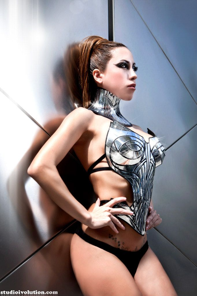 grils-images-women-in-futuristic-bondage-images-lockwood