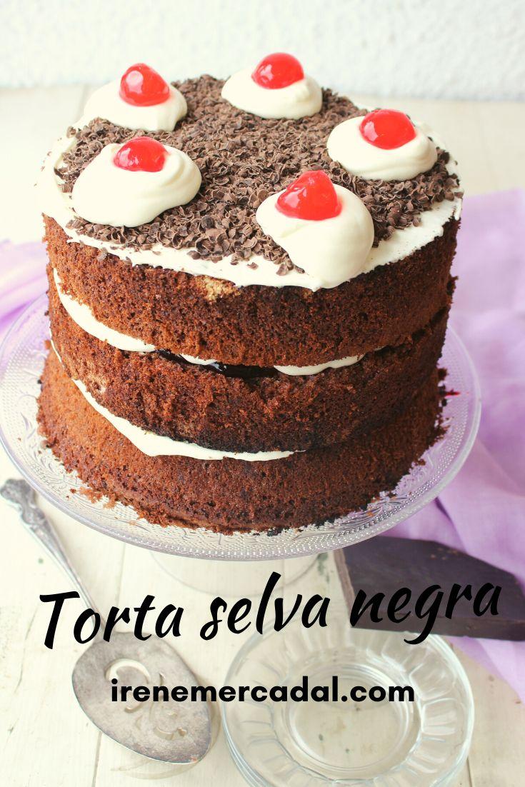 La selva negra es una deliciosa y clásica torta que me fascina ¿Quieres ver la receta?  #selvanegra #tortaselvanegra #tortachocolate Vanilla Cake, Cheesecake, Desserts, Food, Garden, Cooking Recipes, Meals, Deserts, Pretty Cakes