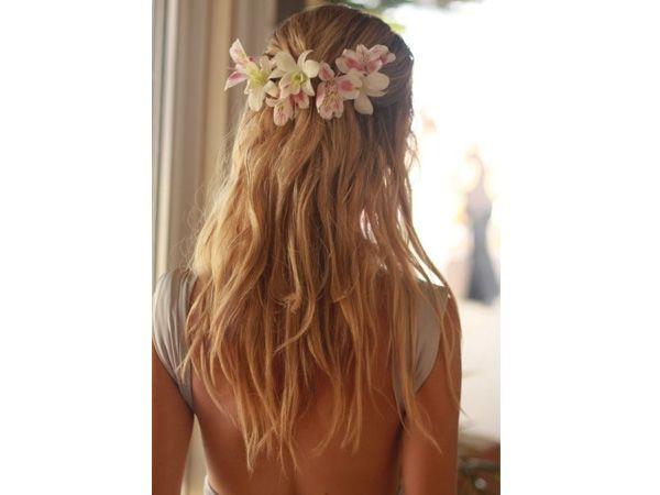 Tocado novia para cabello suelto en flores