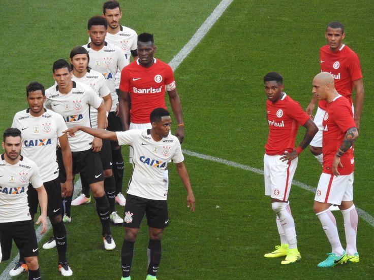 Atuações do Corinthians: Elias se destaca, e ataque se movimenta mais #globoesporte