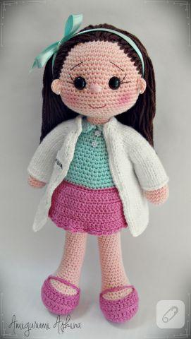 pembe eteği, uzun beyaz önlüğü ile amigurumiden pek şirin bir bayan doktor bebek örneği ve daha pek çok örnek alınası el yapımı oyuncak modeli 10marifet.org'da