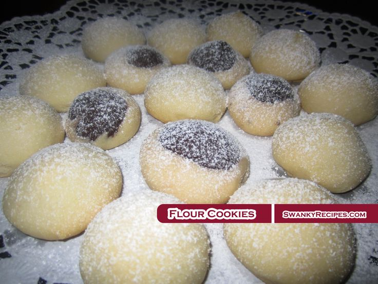 Flour cookies (unkurabiyesi) with a hint of chocolate. Melt in your mouth Turkish shortbread cookies Winter is in full swing across the United States and t
