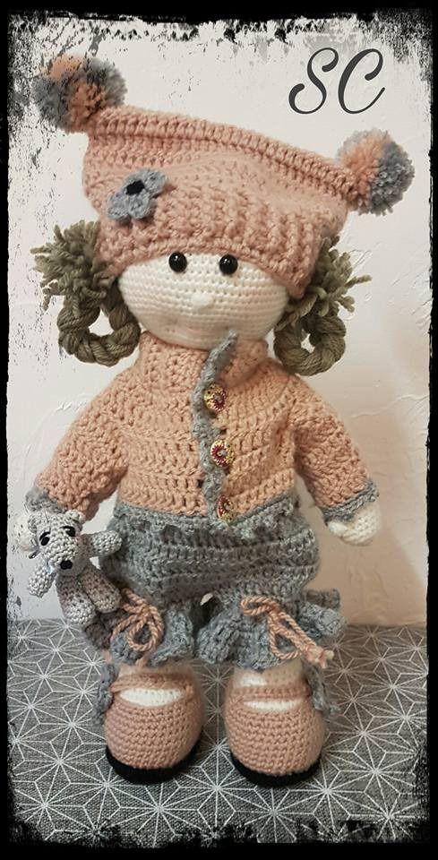 Poupée nommée OLGA , réalisée au crochet par mes soins , poupée de laine, habillée d'un petit gilet, d'un : Jeux, jouets par deux-petites-mains