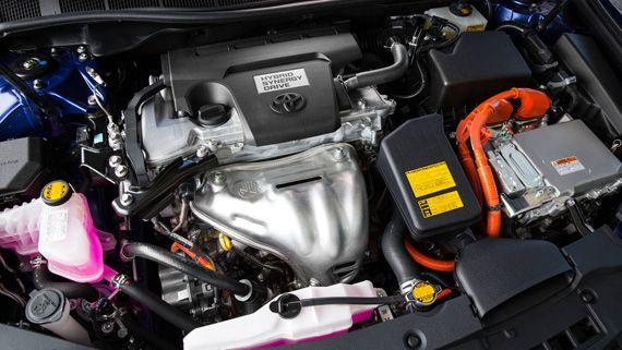 Моторный отсек. Гибридный седан Toyota Camry Hybrid 2017 / Тойота Камри Гибрид 2017