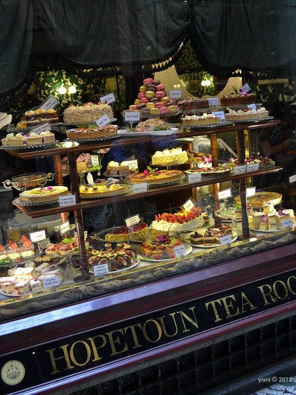 Hopetoun tea room window goodies - A closer-up of Hopetoun. These people know what they're doing!