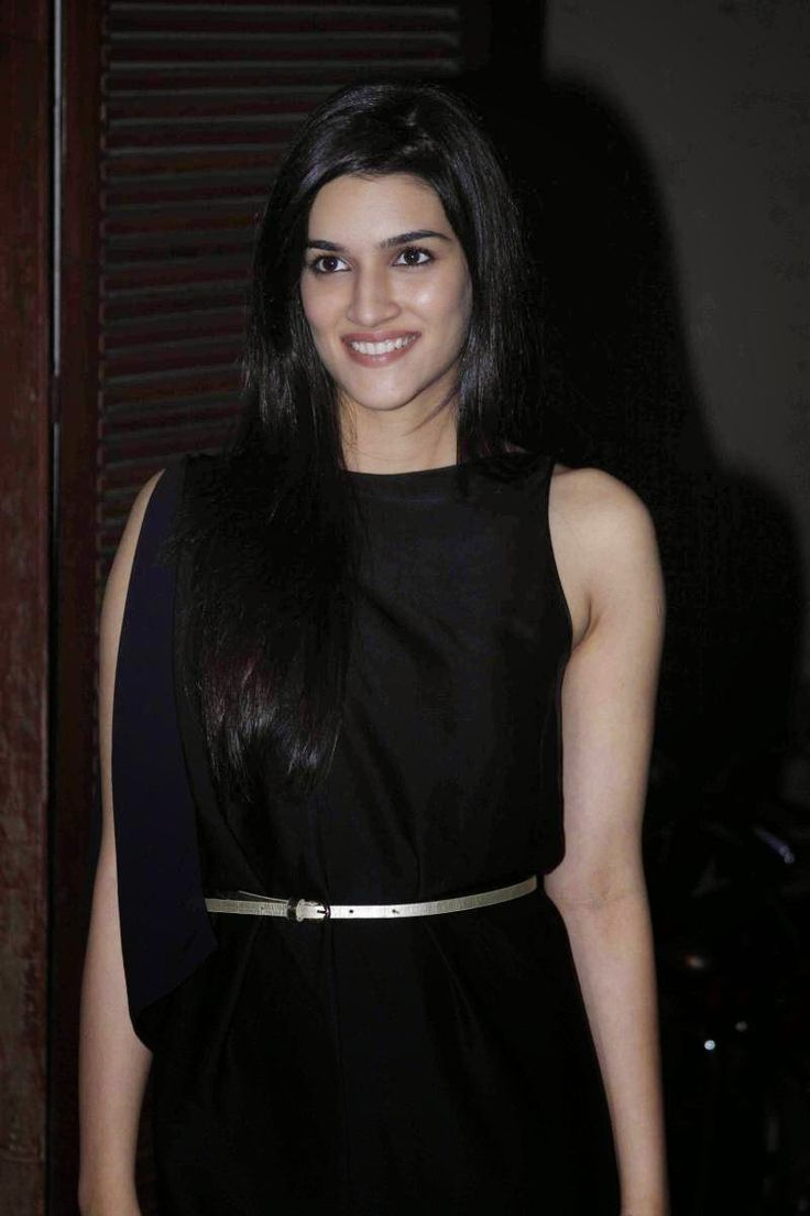 Actress Kriti Sanon Latest Cute Hot Exclusive Beautiful Black Dress Spicy Photos Gallery At Manish Malhotras Birthday Party | MetroGlitz - Actress Hot Latest Photos Gallery,Latest Hot Saree Gallery,Hot Spicy Gallery
