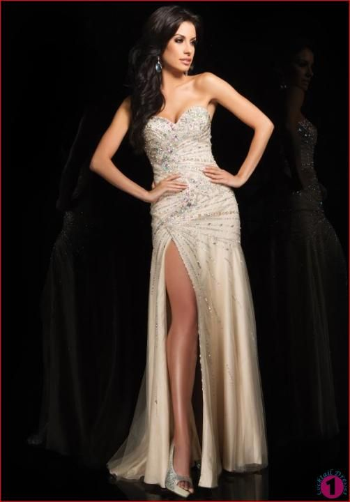 New Prom Dresses http://www.cocktaildresses1.com/a-few-tips-to-purchase-prom-dresses-from-online-portals/  #promdresses