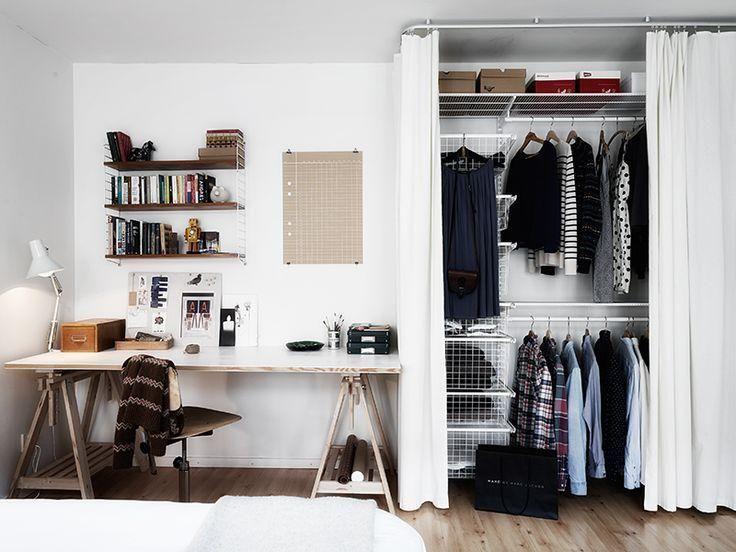 Armário fechado com cortina, pode ser usando um varão, um suporte de box de banheiro ou trilho de cortina comum preso ao teto.