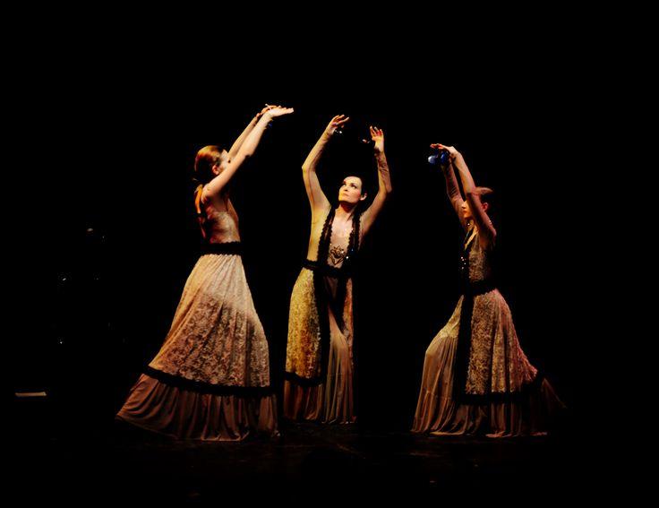 Flamenco concert Modo de Vida. Light should always win a battle! #flamencodancer #flamenco #spanishow #flordelflamenco #фламенко bolero.su dance co