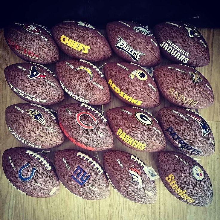 Mini ballons Nfl Wilson disponibles sur http://ift.tt/1ADfMju à 9.95 @sportland_american #sportlandamerican #ballon #footballamericain #footus #NFL #ballonfootballamericain #patriots #redskins #Giants #ravens #broncos #chiefs #steelers #Giants #bears #colts #packers #49ers #texans #Eagles #chargers
