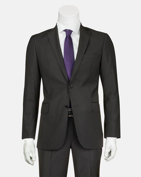 Siyah Takım Elbise http://www.bisse.com/tr/p/179/siyah-takim-elbise?variantId=598