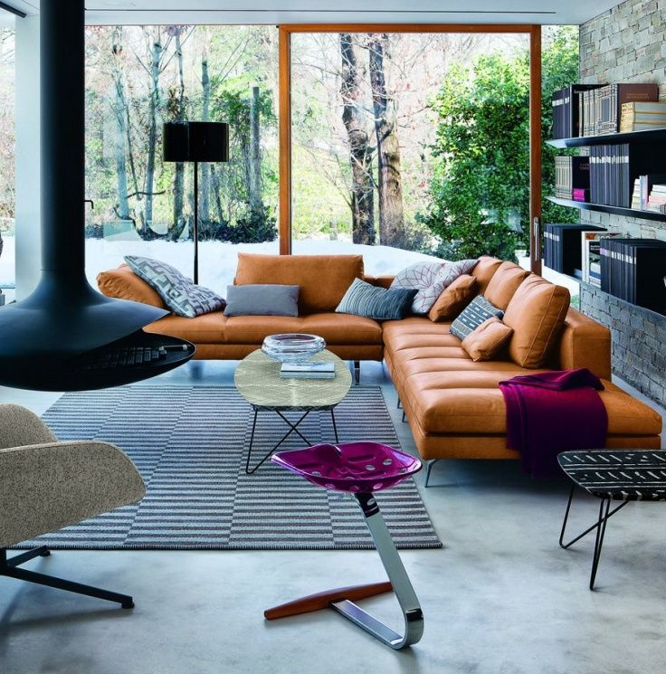 tan leather couch and pops of fuchsia