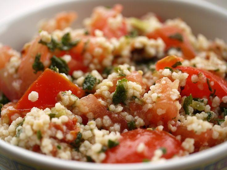 Se avete voglia di un piatto freddo e veloce, il cous cous con pomodoro e mozzarella è uno di quelli. Leggero e buonissimo, da provare!  Ingredienti