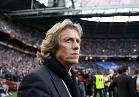 26-Jul-2014 13:48 - BENFICA NA EXODUS NOG NIET KLAAR VOOR DUEL MET AJAX. Na het verlies van zes spelers stelt trainer Jorge Jesus dat Benfica er nog niet staat. Het duel met Ajax om de Eusébio Cup is een nieuwe test.