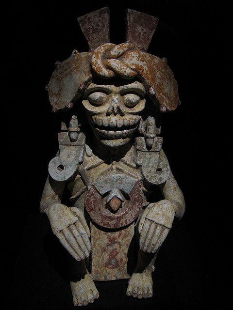 Ah Puch, également nommé Ah Cimi ou encore Ah Cizin, est, dans la religion maya, le dieu de la Mort et le roi de Metnal, le neuvième niveau du monde souterrain. Il est souvent dépeint comme un squelette ou comme un cadavre orné de cloches, avec parfois la tête d'un hibou. Cette dernière vision du dieu de la mort a donné lieu à la croyance encore partagée aujourd'hui par certains Méso-américains que le cri du hibou annonce un décès imminent…