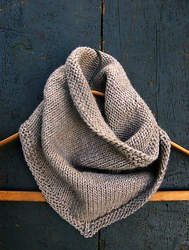 bandana cowl pattern.  bulky yarn