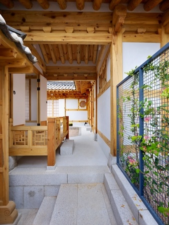 New Hanok House exterior/interior designed by Doojin Hwang Architects