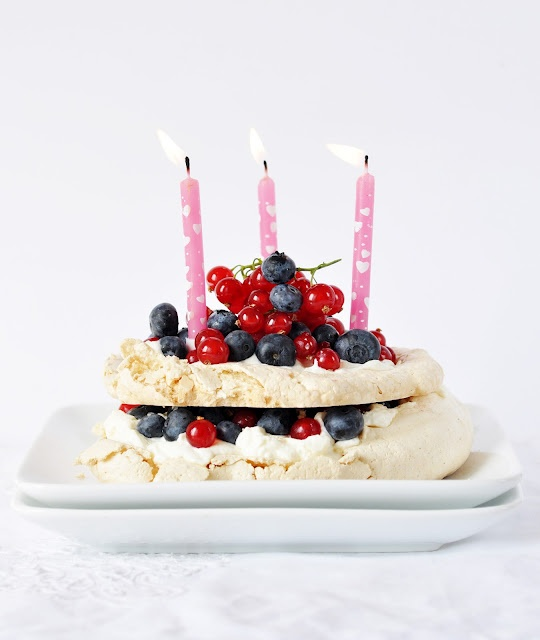 Anja's Food 4 Thought: Pavlova with Summer Berries | Berry ...