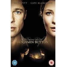O Curioso caso de Benjamin Button (2005) é dirigido por David Fincher e é estrelado por Brad Pitt e Cate Blanchet e foi indicado a 14 oscars.