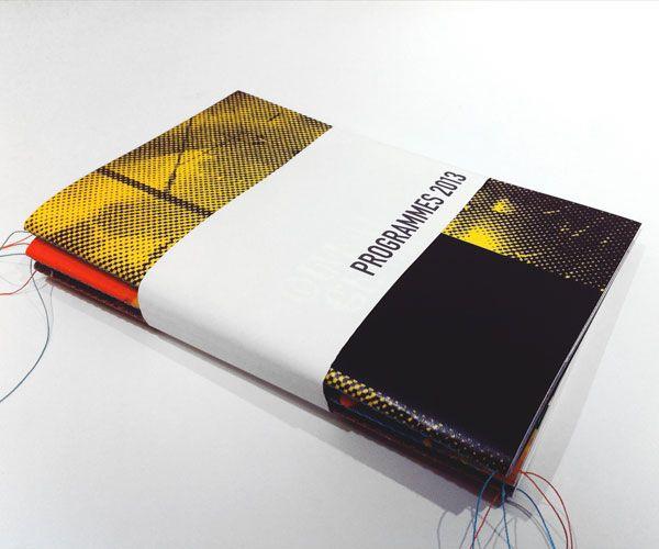 Coffret 4 livrets + dépliant avec Couture Singer (Singer sewn binding) Par operaprint.com