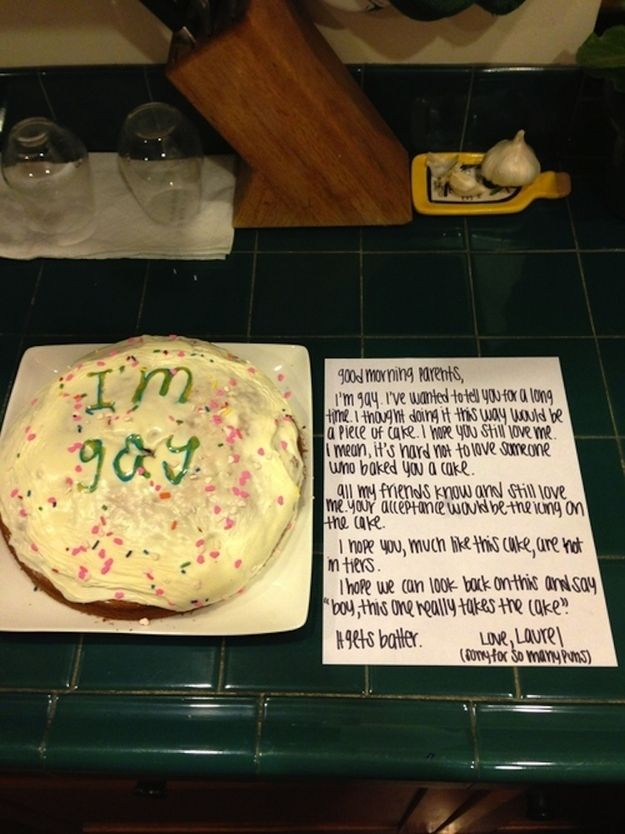 24 Awesomely Creative Ways To Come Out Of The Closet: Bake a cake and write a punny note
