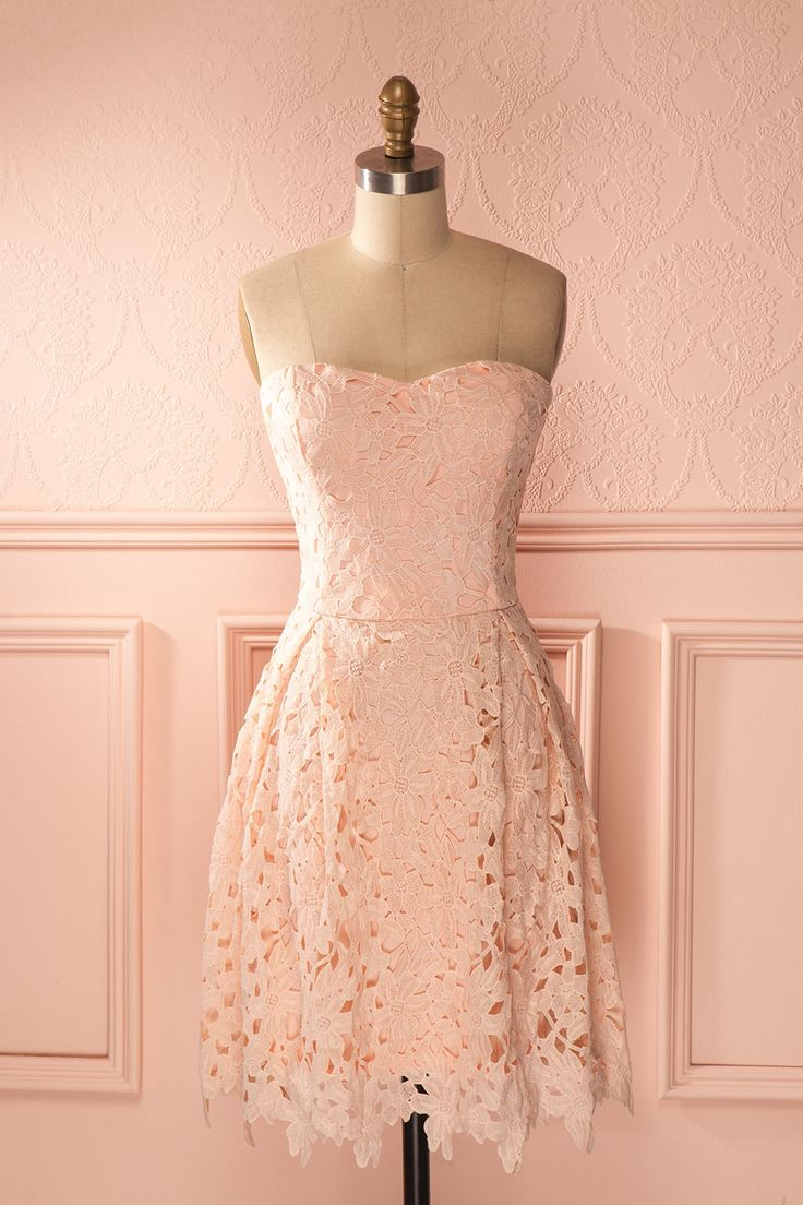 Les fillettes savent transformer une journée banale en conte de fée ! Little girls know how to transform an ordinary day into a fairy tale! Baby pink lace bustier dress www.1861.ca