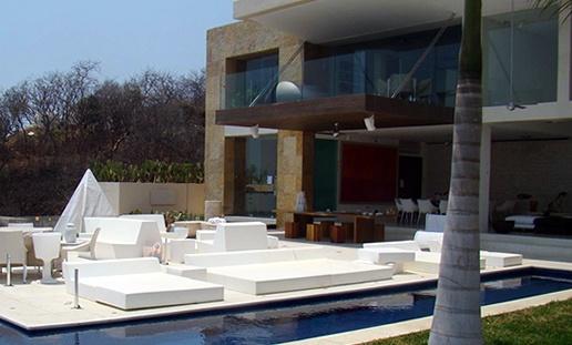 Proyecto Áreas Lounge, asientos, poufs y chaiselongue modelo Matrass de Quinze and Milan realizado en espuma de poliuretano FoamQM, apto tanto para interior como para exterior. Mobiliario de diseño para oficinas, restauración, hoteles y contract. (Espacio Aretha agente exclusivo para España)