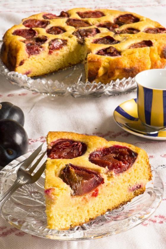Bezlepkový koláč: švestkovo-polentový tvarožník   Vím, co jím