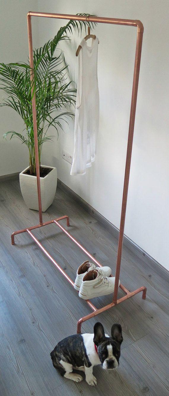 Vêtements/vêtement rack fabriqué à partir de tuyaux en cuivre véritable industriel. Un design de vêtement comme tel va ajouter du style à votre