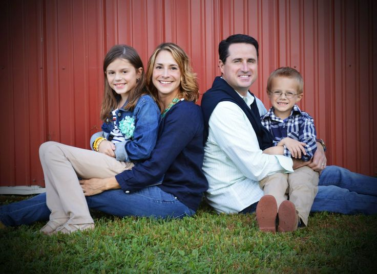 Fall family pictures on the farm