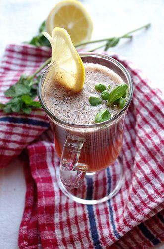Домашний лимонад с базиликом, клубникой и мятой
