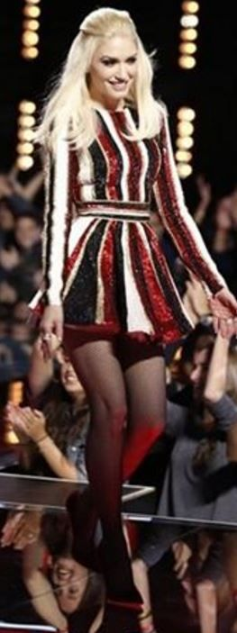 Gwen Stefani in Zuhair Murad. I just love it - she looks like a Christmas ornament. Beautiful and happy.