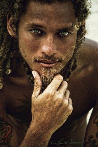 Curls, eyes, beads.This Man, Blue Green, Beards Men, Beautiful, Blue Eye, Eye Candies, People, Green Eye, Curly Hair
