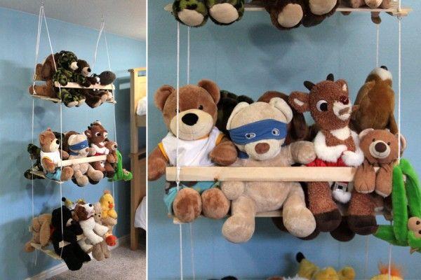Balançoire DIY pour ranger les peluches dans la chambre d'enfant  http://www.homelisty.com/rangement-jouet/