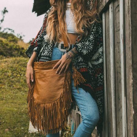 GAYA handmade leather shoulder bag #mahila #leather #handmade #boho #bohemian #bohoinspiration #genuine #bag #fringe www.mahilacouro.com.br