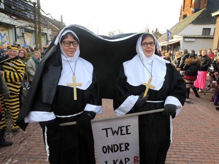 carnaval duo optocht - Twee onder 1 kap , nonnen